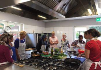 Maximina trots op nieuwe keuken